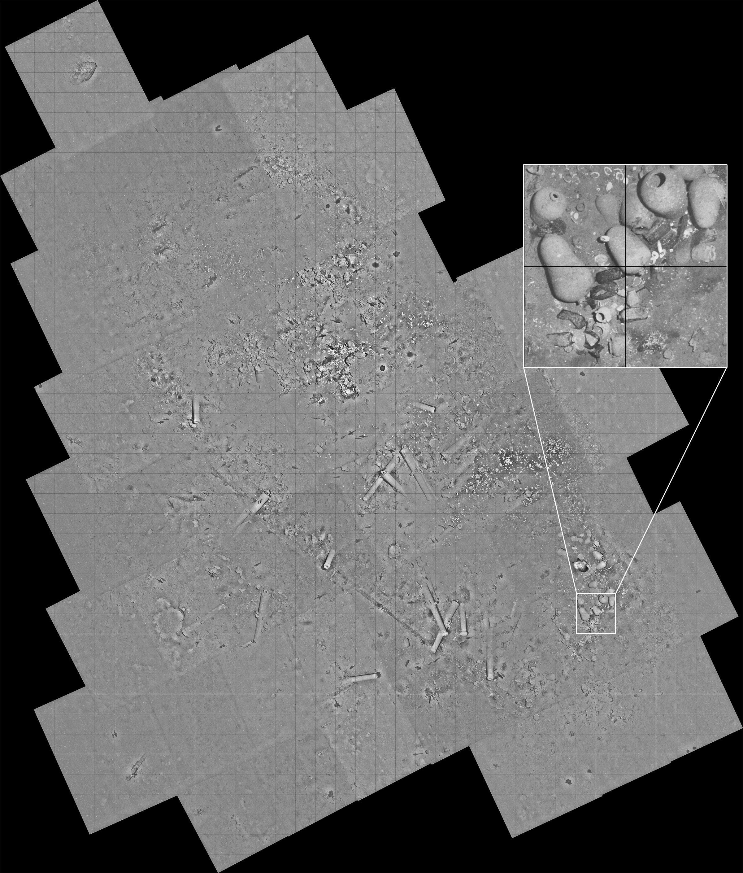 Un nuevo mosaico de imágenes reticulado tomado por el REMUS 6000 muestra el sitio completo del naufragio.